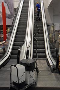 Unterhaltsreinigung-Rolltreppe-53